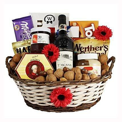 Classic Sweet Gift Basket: Send Gifts to France
