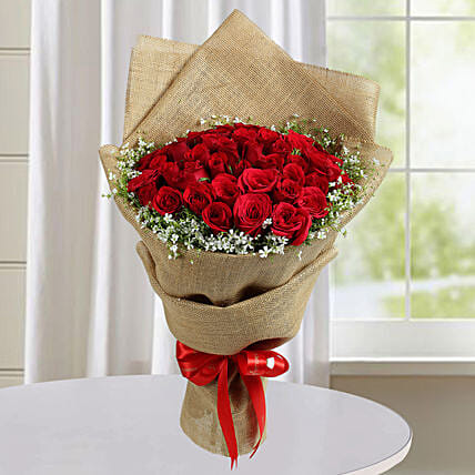 Appealing Red Roses Bunch: Exotic Rose Arrangements