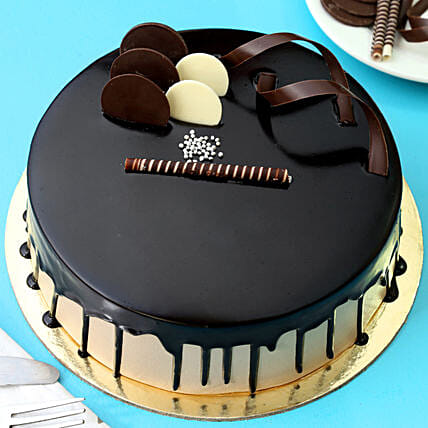 Chocolate Cream Cake: Gifts for Anniversary