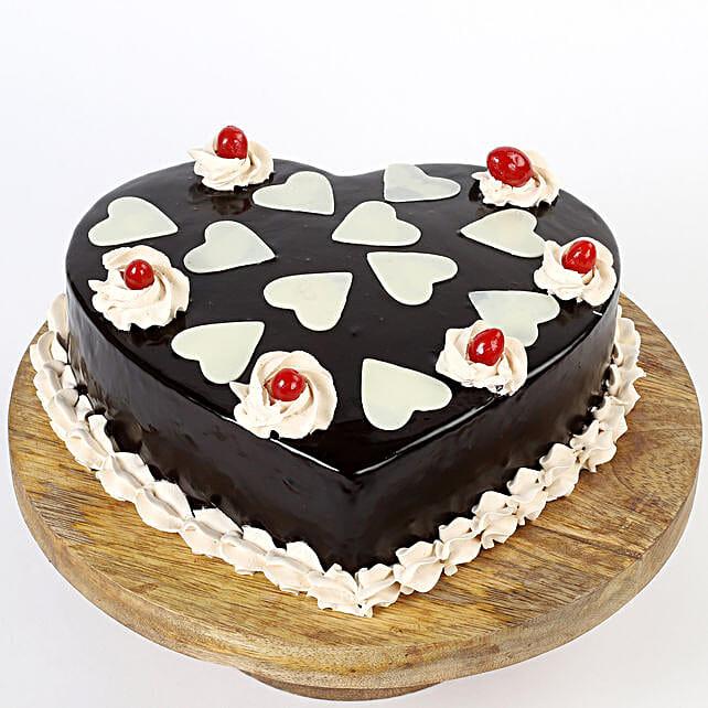 Chocolatey Hearts Cake: Chocolate Cake