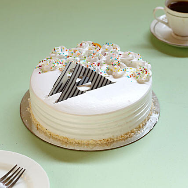 Creamy Vanilla Delight Cake: Cakes