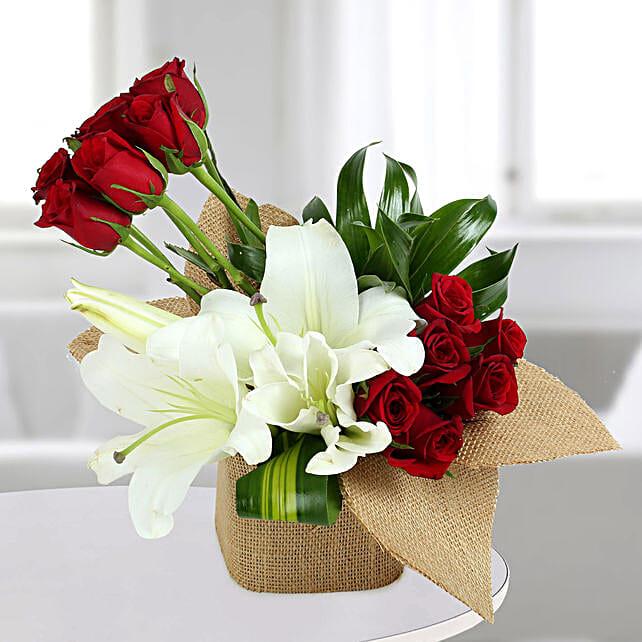 Delightful Flowers Vase Arrangement: Mixed flowers