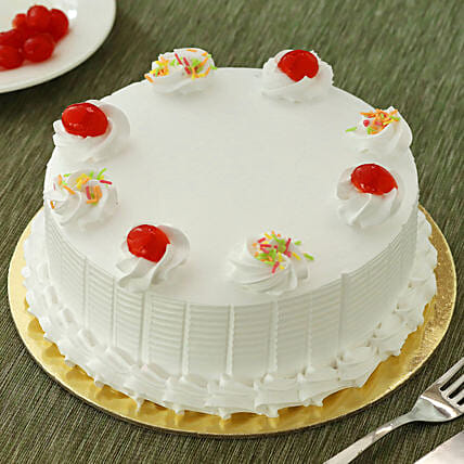 Fresh Vanilla Cake: Gifts for Teachers Day