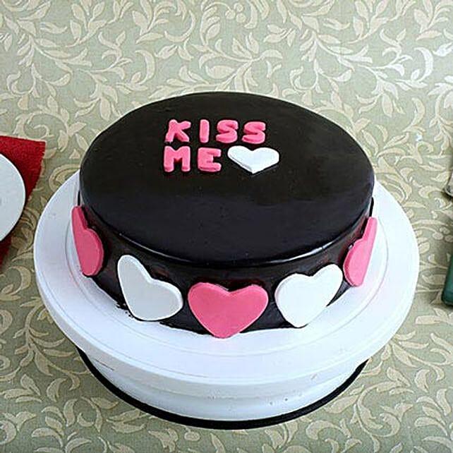 Kiss Me Valentine Cake: Designer Cakes
