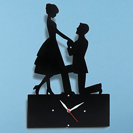 Propose Wall Clock: Show Pieces For Valentine's Day