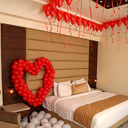 Romantic Balloon Decor: Love N Romance Gifts