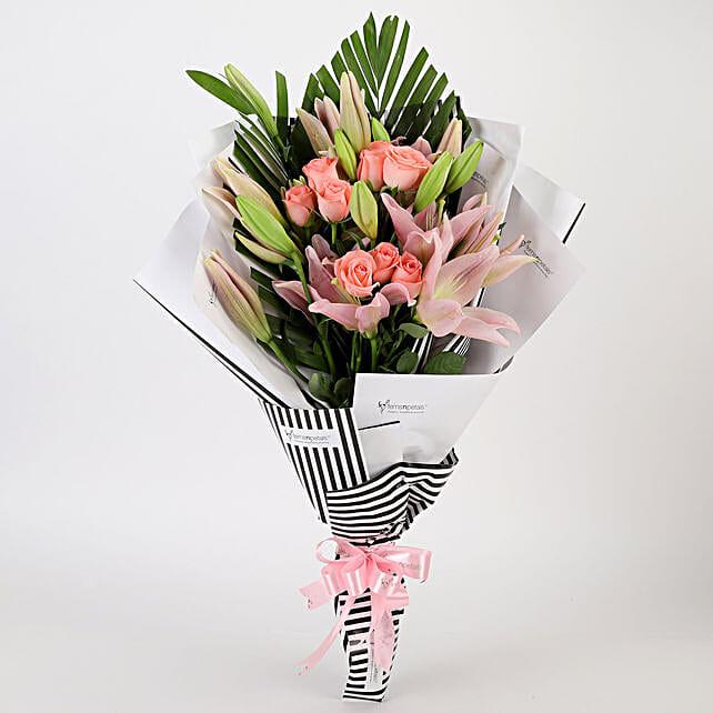 Roses & Lilies Striped Bouquet: Premium Flowers