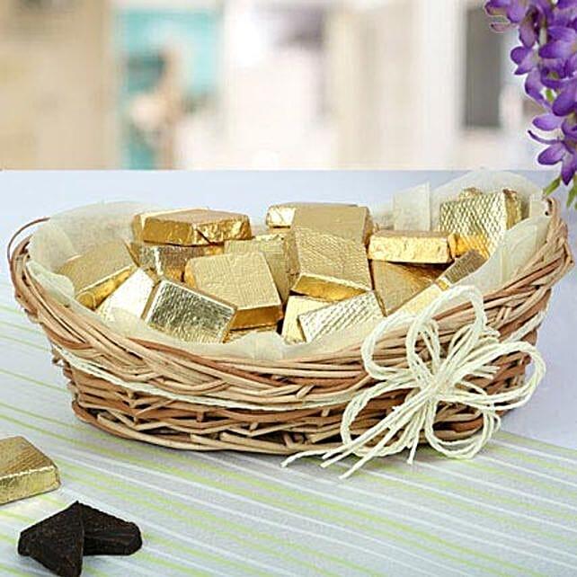 A Basket Of Golden Treat: Send Christmas Gift Baskets