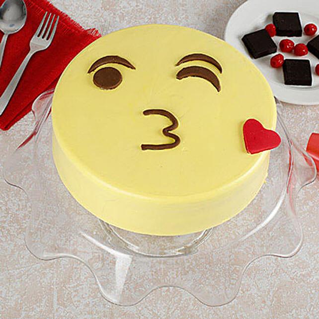Cute Kiss Emoji Cream Cake: Send Designer Cakes