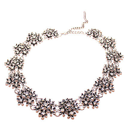 Vintage Charm Beautiful Floral Necklace: Send Jewellery Gifts