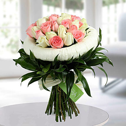 Appealing Pink N White Roses Bunch: Gifts for Sister