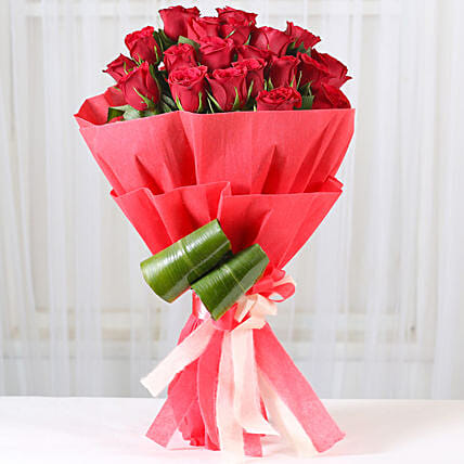 Romantic Red Roses Bouquet: Send Anniversary Gifts to Vadodara