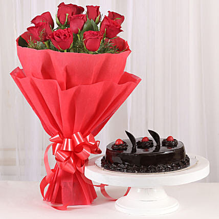 Red Roses with Cake: Send Hug Day Flowers