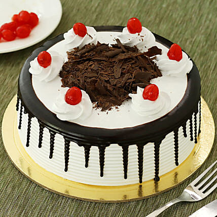 Black Forest Cake: Send Valentine Gifts to Howrah