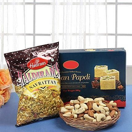 Smart Munch Hamper: Sweets & Dry Fruits for Bhai Dooj