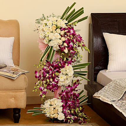 Majestic Floral Arrangement: Mixed flowers