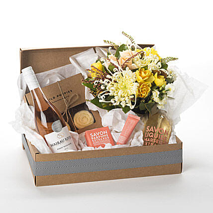 Pamper Her Gift Hamper Birthday Flower Delivery In New Zealand