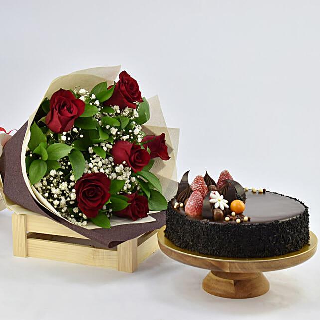 Elegant Rose Bouquet With Chocolate Fudge Cake Birthday Flowers And Cakes To UAE