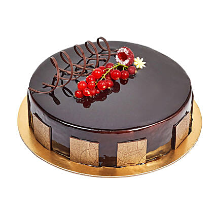 500gm Eggless Chocolate Truffle Cake: Send Chocolate Cakes to UAE