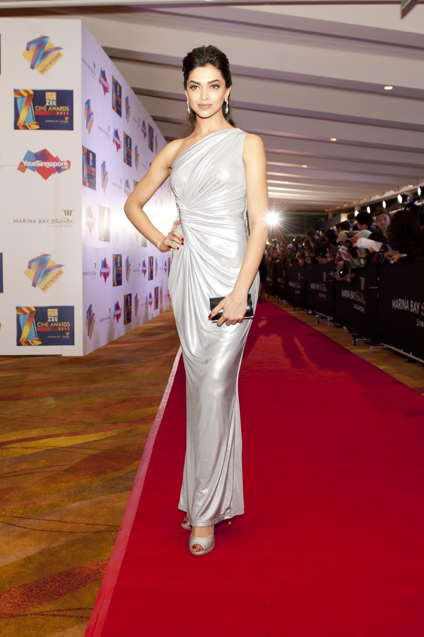 2012: Deepika in Zee Cine Awards