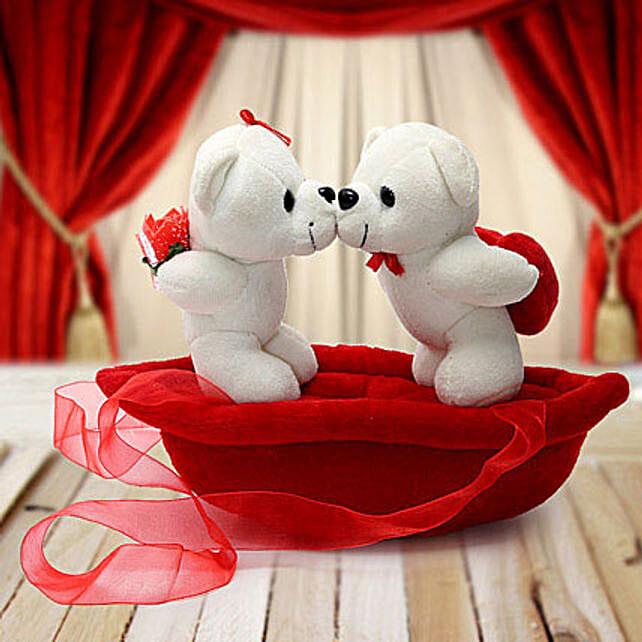 romantic teddies on boat valentine - Romantic Valentine Gifts