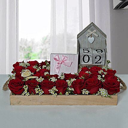 Eye Catching Flower Arrangement With Assorted Chocolates
