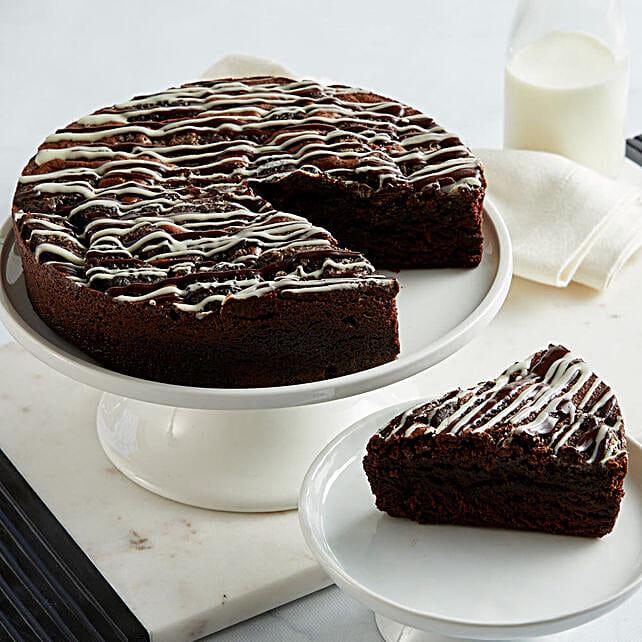 Cookies and Cream Brownie Cake